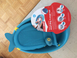 Baby bath tub and thermometer