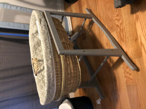 Moses basket bassinet and stand