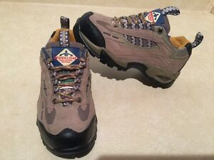 Women's Workload Steel Toe Work Shoes Size 5 London Ontario image 2