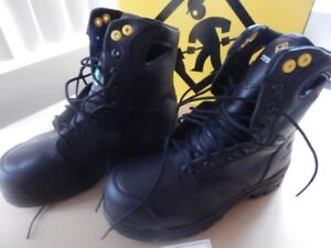 Safety Shoes, Unisex, Size 6, Brand NEW