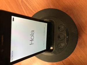 iPhone 4 with ihome speakers/charger