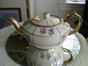 CHARMING OLD-FASHIONED VINTAGE SUDLOW CHINA TEA POT