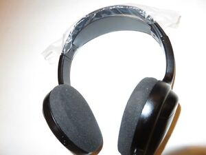 TOYOTA WIRELESS HEADPHONES (BRAND NEW) ALSO WORK WITH FORD