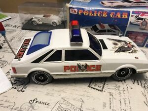 Auto jouet antique Ford mustang échelle 1/14 police car old