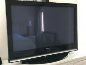 "46"" Samsung TV + Ikea LAPPLAND TV storage unit + 4 DRONE boxes"