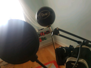 BLACK blue snowball professional microphone + neewer mic stand