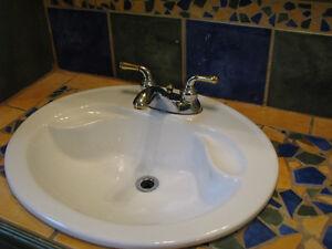 vanity salle de bain,lavabo et robinets Saguenay Saguenay-Lac-Saint-Jean image 2