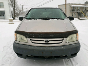 Toyota sienna 2002 tres propre demrreur a distance 7 passagers