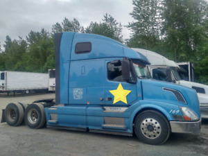 USED VOLVO HIGHWAY TRUCK FOR SALE. LATE 2013 MODEL. D13 AUTO.