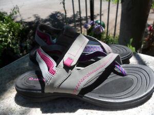 Women Size 10 Airwalk Sandals Gray Pink Blue
