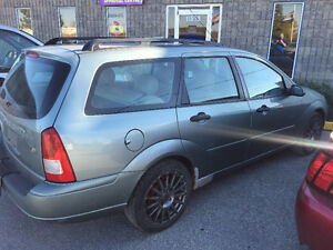 2003 Ford Focus Wagon w/ Leather Loaded for Parts 2.0L 5 SPEED Windsor Region Ontario image 2