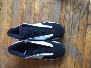 Black toe Jordan 14s