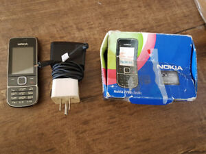 2 old unlocked Nokia phones with chargers