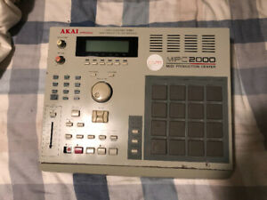 AKAI MPC 2000 Drum Machine