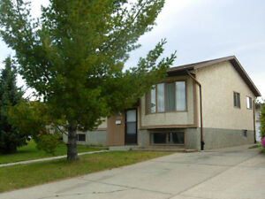 Beautiful Millwoods Home, Big Garage, FREE Month, Utilities Incl
