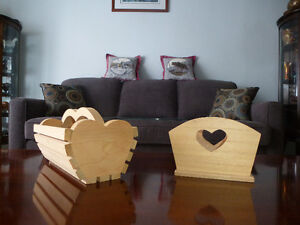HOME DÉCOR – HAND-MADE PINE CONTAINERS/BASKETS [X2]–HEART THEME