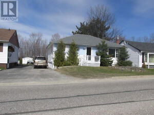 Updated Spacious Bungalow In Elliot Lake! Perfect Starter Home!