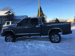 Real truck lovers: 2004 Dodge Ram 1500 manual 4x4 & 5 speed