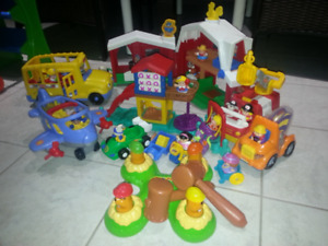 Kids HUGE lot of Little People Toys Bonus cars