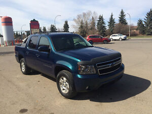 2007 Chevrolet Avalanche LTZ 4X4 LOADED Pickup Truck