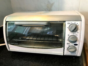 ~Like New~ Toaster-R-oven timer and 4 four slices toaster