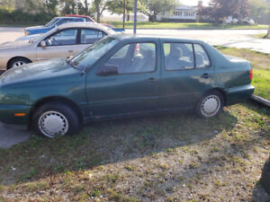 needs tow. 1996 jetta 1.9TD 5spd and parts car (same colors)