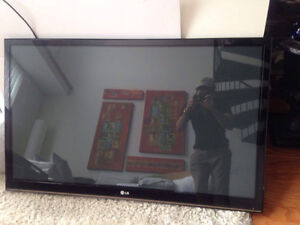 LG PLASMA TV 46 INCHES 10/10 with remote and manual