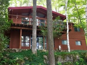 *** BEAUTIFUL LAKEFRONT CEDAR CHALET*** - Only 2 weeks left