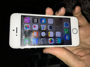 iPhone 5 mint condition barely used