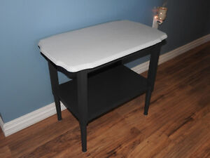 RE-FINISHED 2-tone table (dark & light grey fusion paint)