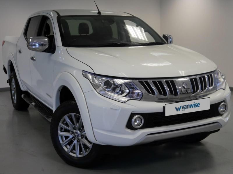 2015 Mitsubishi L200 Double Cab DI-D 178 Warrior 4WD Diesel white Manual