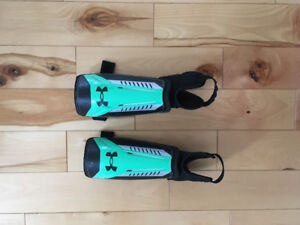 Soccer shin guards Under Armour size small