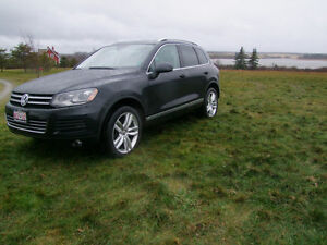2012 Volkswagen Touareg Highline TDI with Sports Package!