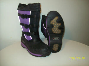 WiNTER BOOTS NEW WOMEN'S BAFFiN ALL-PROOF Size 7