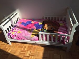 Toddler bed for sale with mattres