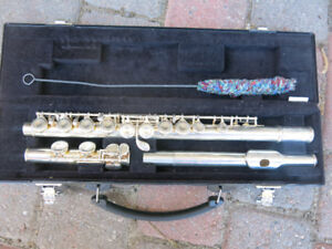 Yamaha Flute Model YFL-221 in amazing shape, plays perfect!