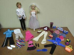 Barbie et Ken + 20pcs de vêtements brosse 6 chaussures 3 bourses