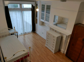 Large Room to rent off Ealing road, Wembley