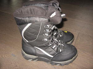 Almost NEW Men's Winter Boots in size 9
