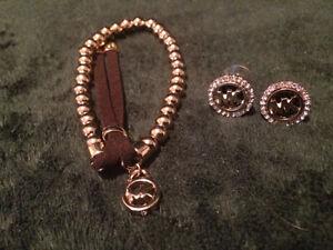 895 - Bracelet + boucles d'oreille Michael Kors