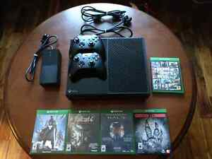 Xbox One 500GB + 2 Controllers + 5 Games