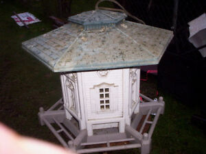 EXOTIC LARGE BIRD HOUSE  FEEDER