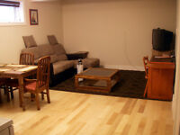 10 minutes to U of A, University. Quiet and private 1 Bdrm
