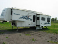 2005 MONTANA 3295RK 5TH WHEEL -  *Private for Sale by Owner*