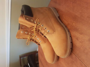 Mint condition Timberland Boot (caki colour)  (winter ready!)