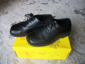 Boys dress shoes,size 1.5 youth