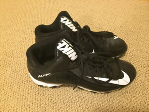Nike cleats in size 9