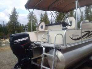 NEW CONDITION ONE OWNER PONTOON BOAT