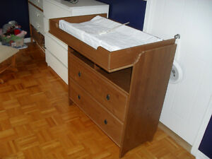 Ikea Cabinet & table à Langer / Cabinet & Changing Table