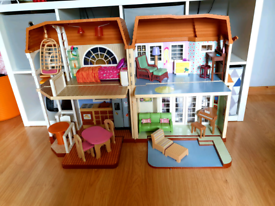 Hannah Montana Malibu doll house with furniture and accessories